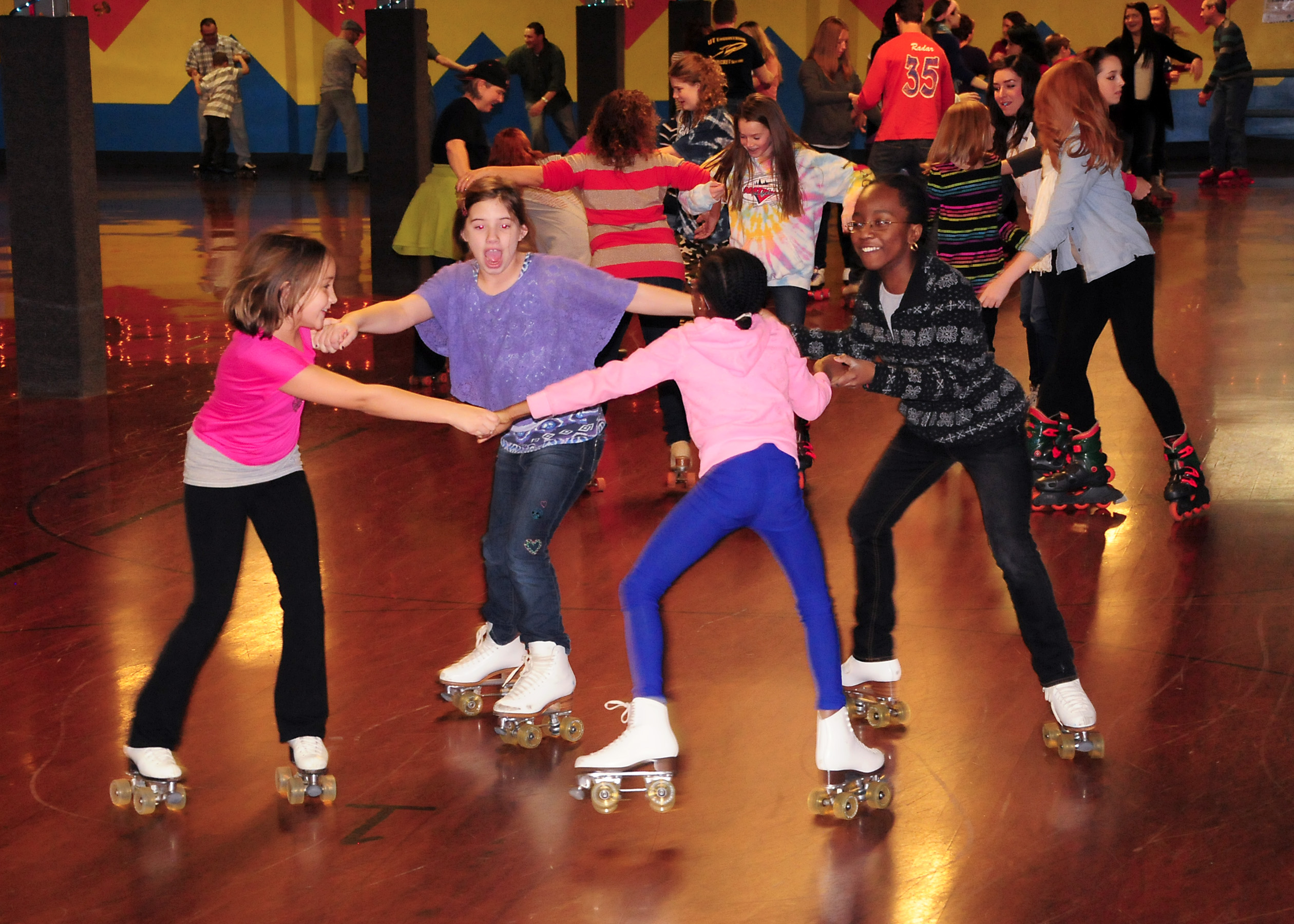 Roller skates dance -  Party Or Fundraiser From Retro Parties Birthday Parties School Skates And More Call Us At 440 247 4224 For Details Or To Schedule Your Party Today